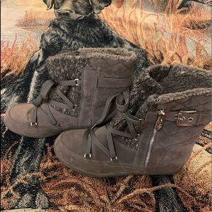 Guess short winter boots